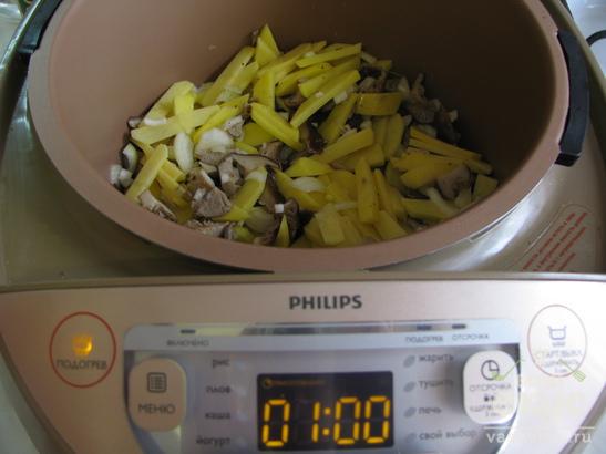 Картофель с грибами под соусом в мультиварке