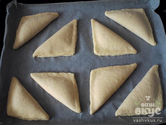 Слоёные треугольники с творогом