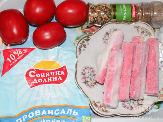 Салат из помидоров, крабовых палочек и укропа