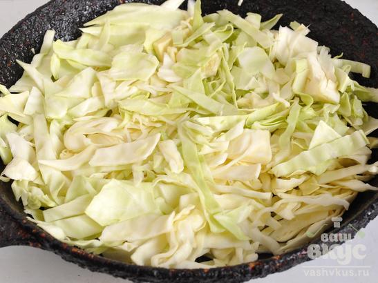 Пирог из дрожжевого теста с капустой и яйцами