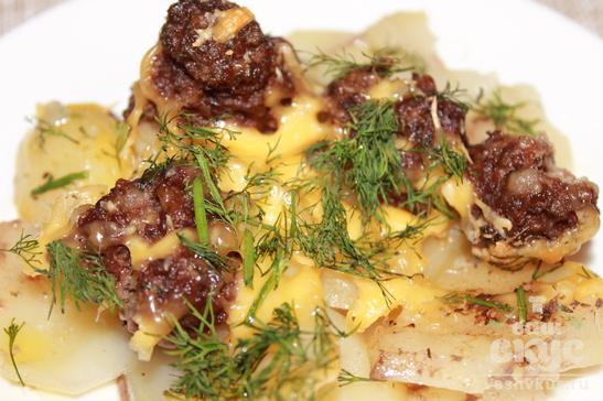 Запеченный картофель с фаршем под сыром