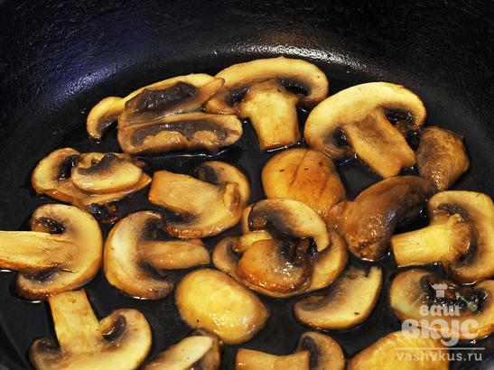 Пирог из рыбных консервов с грибами