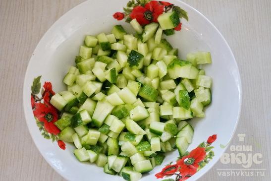 Салат со стручковой фасолью и крабовыми палочками