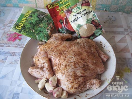 Сочная курица в духовке на бутылке