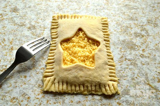 Сырные слойки и печенье