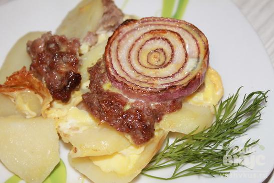 Картофель со свиным фаршем и луком в духовке