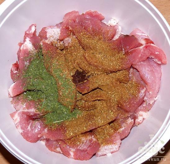Жареная свинина с капустой