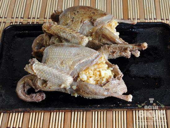 Куропатки, запеченные с рисом
