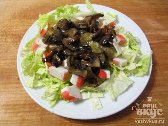 Салат из пекинской капусты с грибами и крабовыми палочками