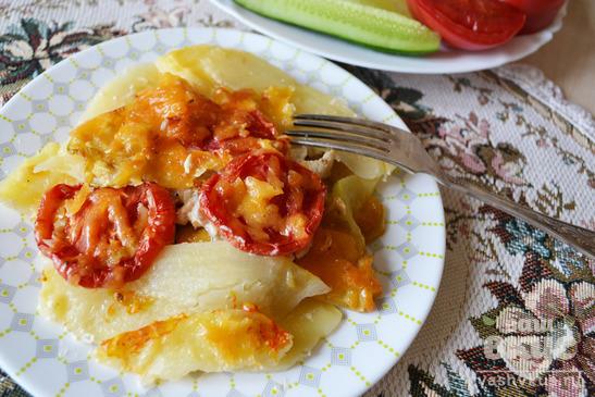 Жаркое с курицей, кабачками и картофелем