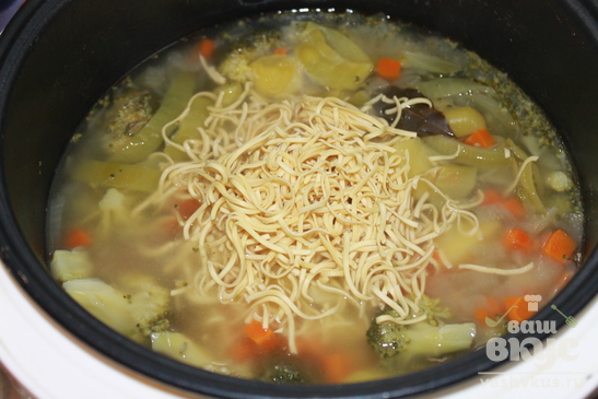 Суп с говядиной и брокколи в мультиварке Delfa