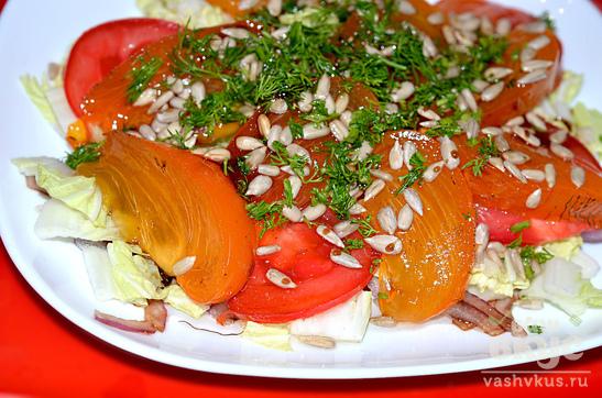 Салат с хурмой и помидорами