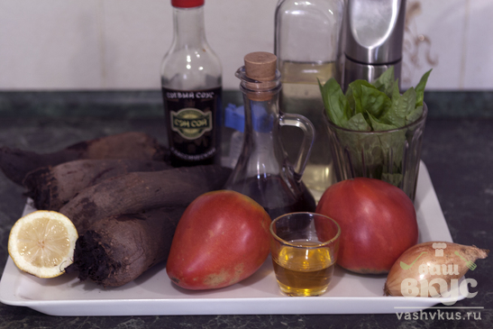 Свекольный салат с помидорами