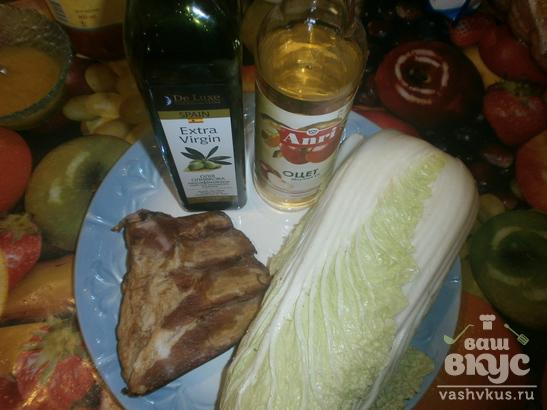 Салат с пекинской капустой и копчеными ребрами «Нежнейший»