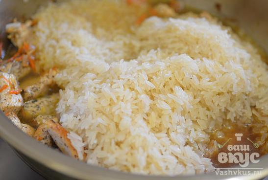 Рассыпчатый рис в сковороде