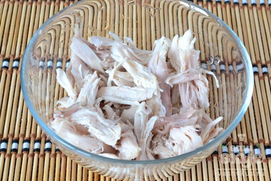 Салат с курицей и свежей капустой