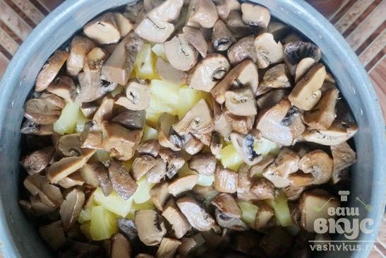 Салат с курицей, грибами и болгарским перцем