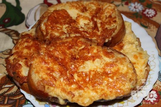 Гренки с сыром и луком на сковороде