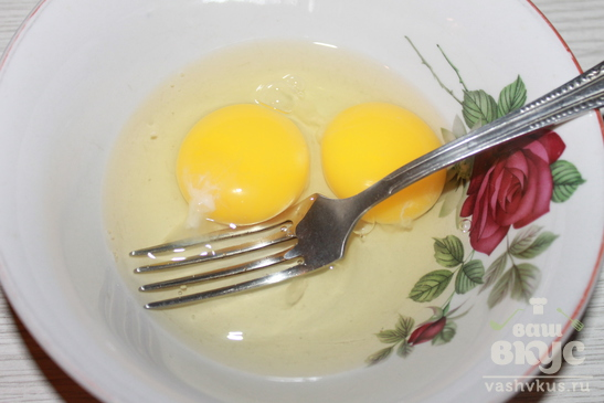 Жареный картофель с яйцами и сыром