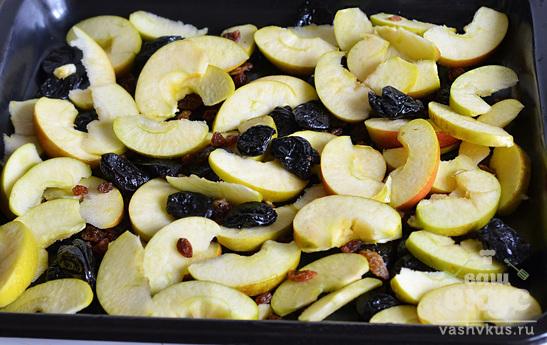 Крылышки в духовке с яблоком и черносливом