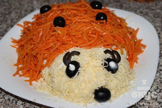 """Салат с отварной говядиной и корейской морковкой """"Ежик"""""""