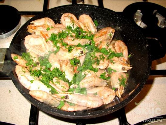 Креветки в масле с соевым соусом и зеленью