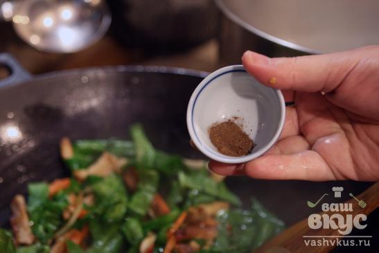 Азиатский суп с рисовой лапшой