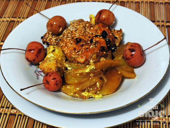 Курица, запеченная с картофелем и луком