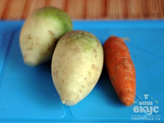 Салат из зеленой редьки и моркови «Домашний»