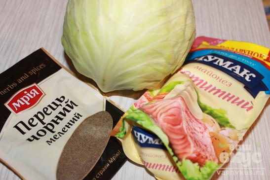 Салат из капусты, черного перца и майонеза