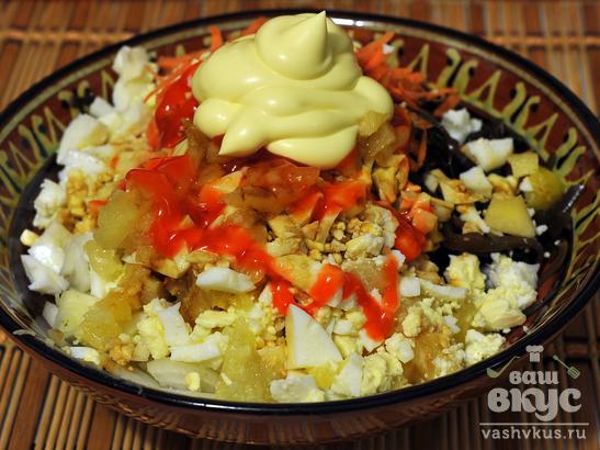 Салат из морской капусты с овощами и яйцами