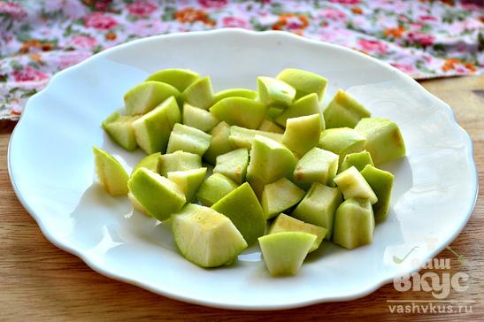 Пшенная каша в горшочках с яблоками и орехами