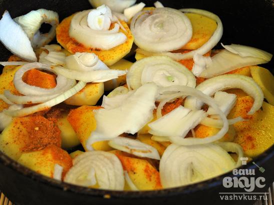 Минтай, запеченный с картофелем и луком