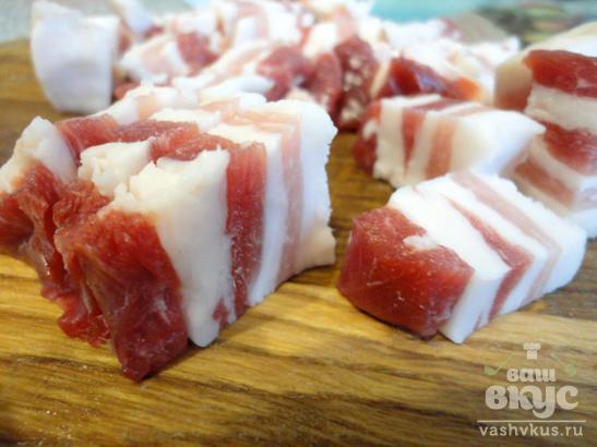 Пряный картофель со свининой в духовке