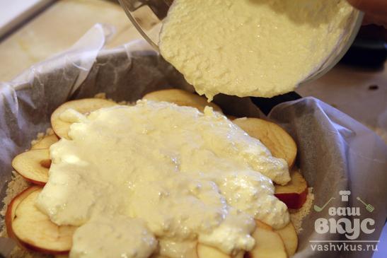 Пирог с яблоками и творогом в духовке