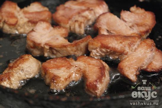 Вареная свинина обжаренная на сковороде