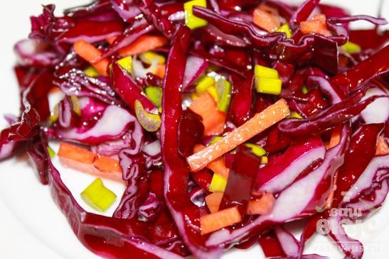Салат из красной капусты и моркови
