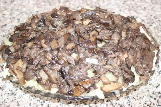 Селедка под шубой с грибами
