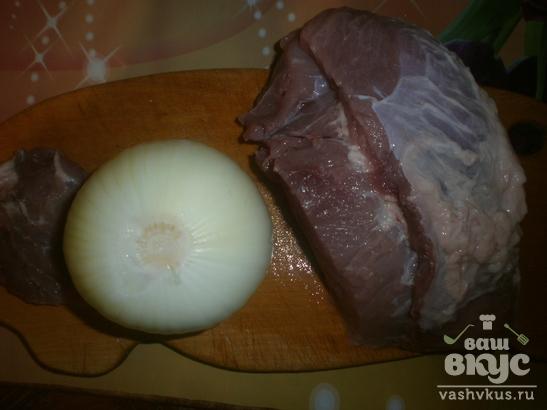 Свинина жареная кусочками с луком