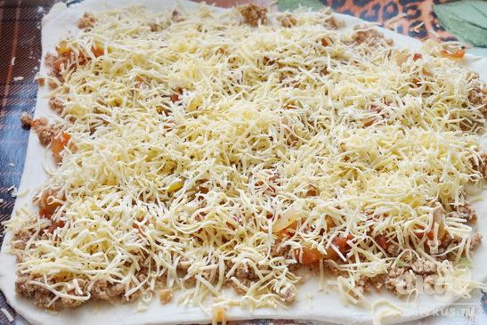Пицца - рулет из слоеного теста