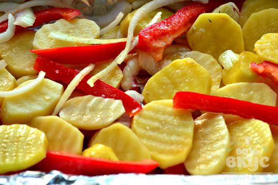 Картофель, запеченный со свининой и болгарским перцем