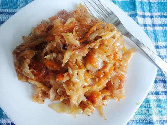 Тушеная капуста с томатным соусом