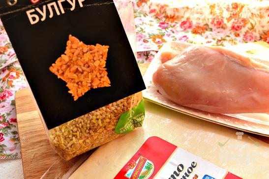 Пирог из слоеного теста с курицей и булгуром