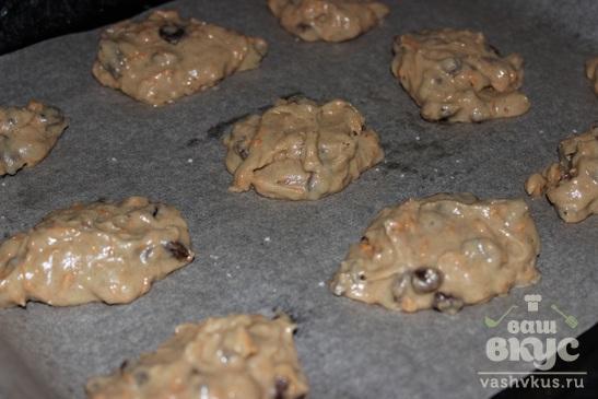 Печенье с пряностями и изюмом