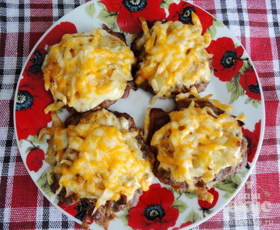 Котлеты под сыром в духовке