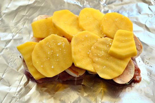 Свинина, запеченная в фольге с картофелем и шампиньонами