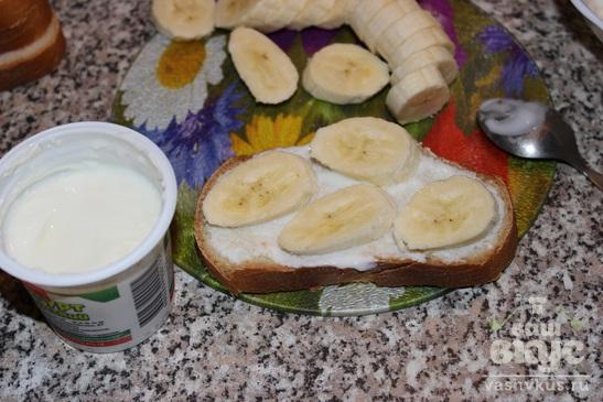 Сладкие бутерброды с бананом и сыром