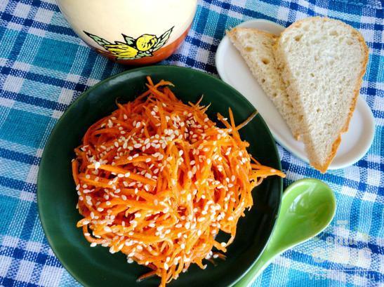 Морковь по-корейски с кунжутом и соевым соусом