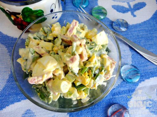 Салат «Весенний» с зеленым луком и яйцом