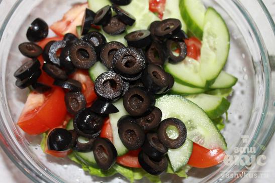 Овощной салат с маслинами